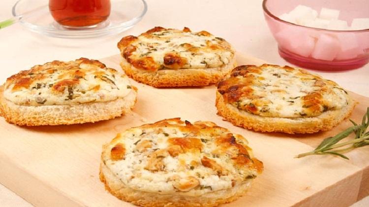 otlu-keci-peyniri-kanepesi-tarifi